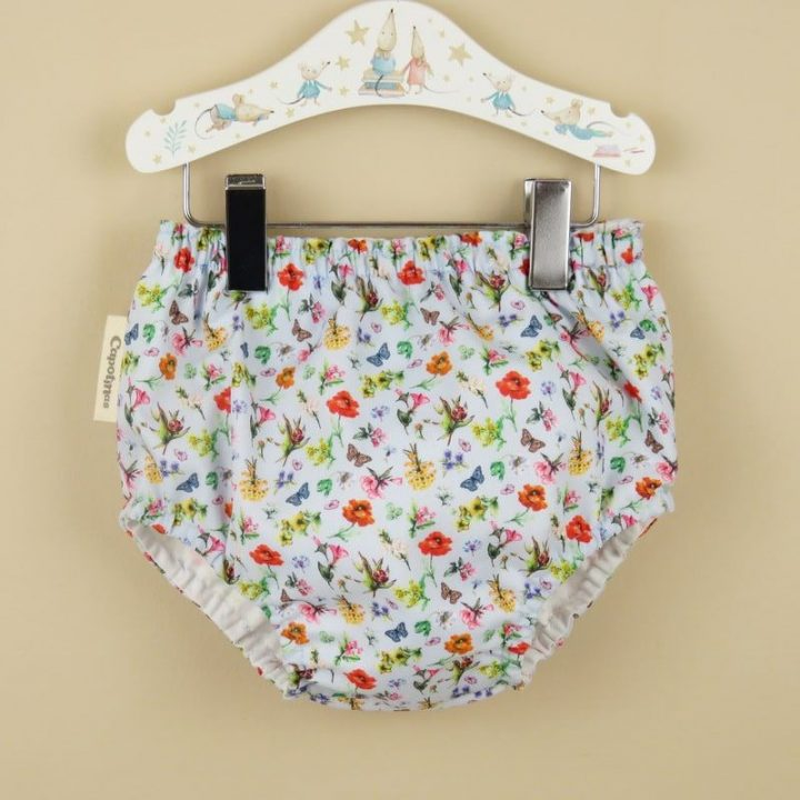 Cubrepanal bloomer flowerly fondo beige capotinas ropa bebe hecha a mano