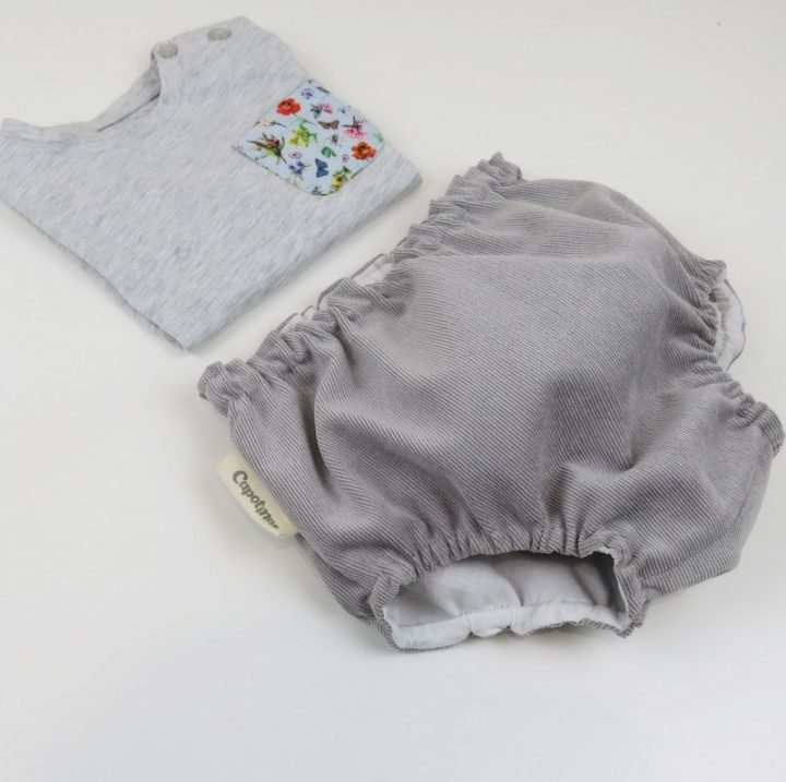 Lookbook camiseta flowerly cubrepanal gris capotinas ropa de bebe hecha a mano lateral